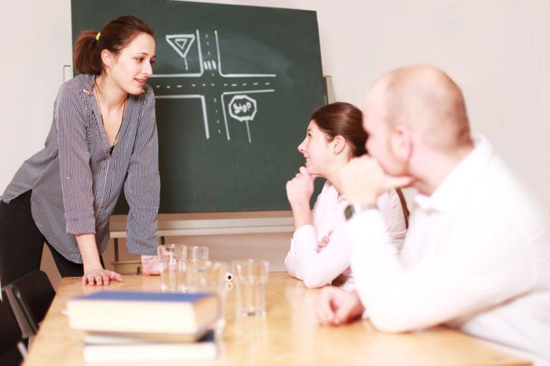 Persönliche Betreuung durch den Fahrlehrer - Quelle : Adobe Images