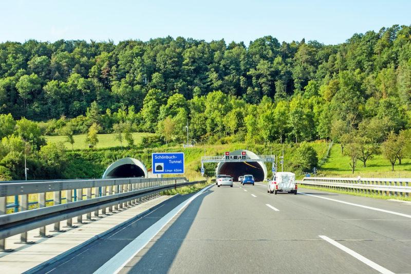 Tunnel und Mautstraßen