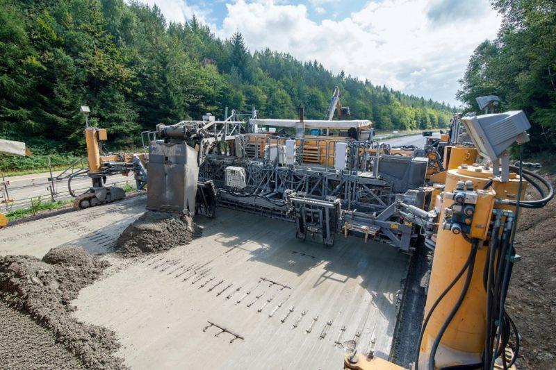 Die Arbeiten werden hauptsächlich mit Hilfe von Maschinen durchgeführt