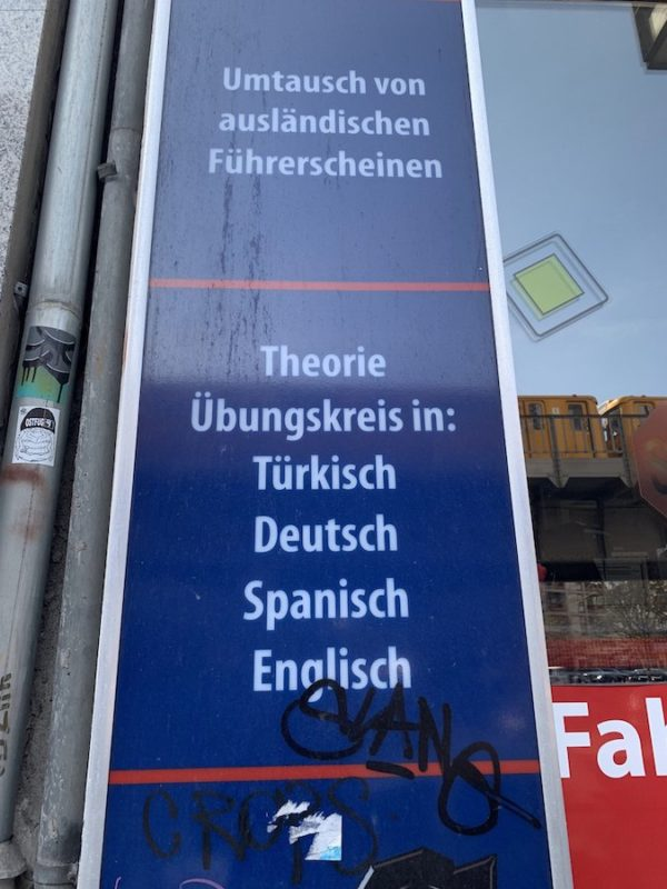 Fahrschule einmal auf Deutsch